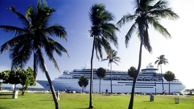 Cruise ship near Miami Florida USA PUBLICATIONxINxGERxSUIxAUTxONLY Copyright xGregxJohnstonx xDan