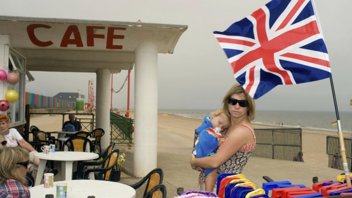Mother And Child At A Cafe Near The Beach In Mablethorpe Lincolnshire Mablethorpe Lincolnshire PU