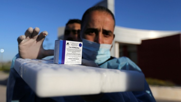 FILE PHOTO: Gaza receives COVID vaccines from UAE, helped by Abbas rival