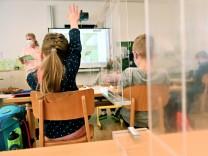 Coronavirus-Newsblog für Bayern: Nur die Hälfte der Klassen im Homeschooling