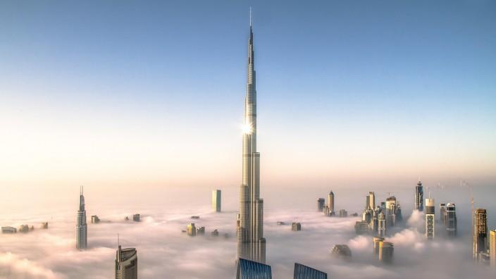 Burj Khalifa & Downtown Dubai in Clouds PUBLICATIONxNOTxINxUAExKSAxQATxLIBxKUWxOMAxBRN Copyright: xBjoernxLauen/arabian