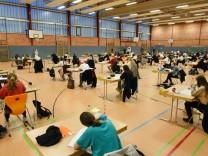 Coronavirus-Newsblog für Bayern: Bayern senkt Klausuranforderungen für Schüler der elften Klassen