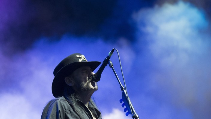 Lemmy Kilmister dies at age 70