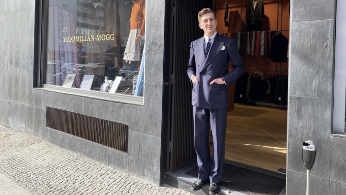Maximilian Mogg in seinem Laden in Berlin