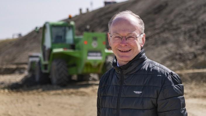 Autobahnbruecke und Pfarrer Josef Kriechbaumer
