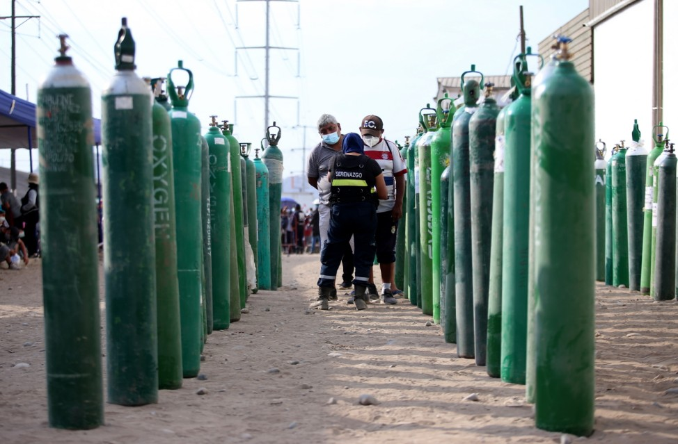 Long Queues To Refill Oxygen Tanks Continue in Lima Amid Coronavirus Pandemic