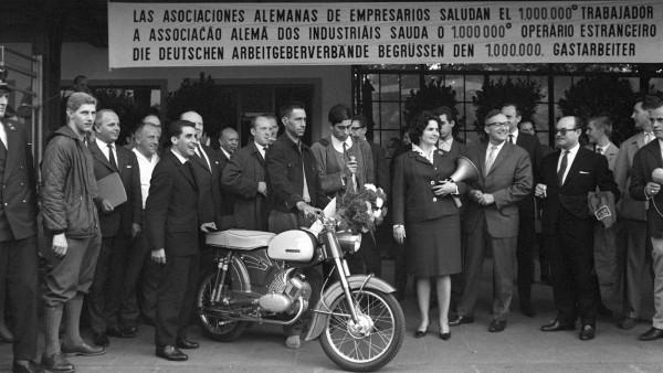 60 Jahre Bundesrepublik - Der millionste Gastarbeiter