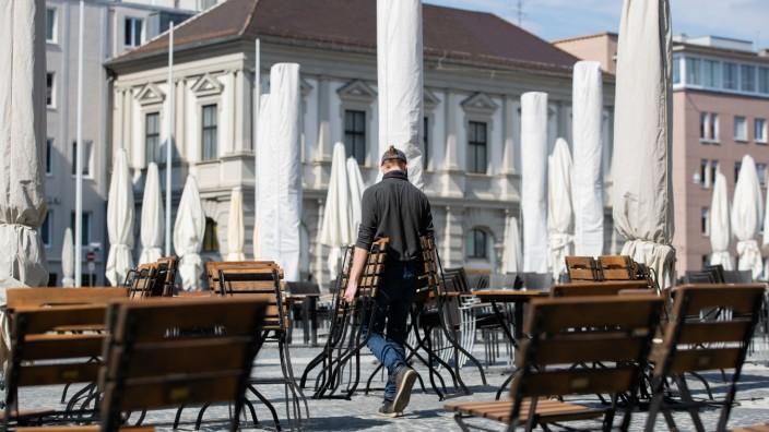 Augsburger Corona-Warnwert über 200 - Lockdown droht
