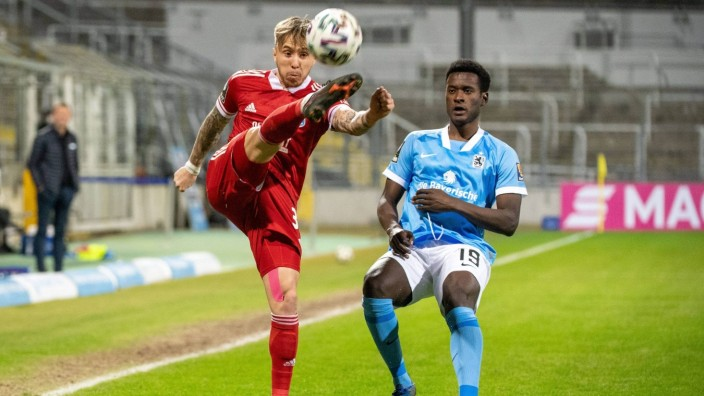 Luca Marseiler 30 (SpVgg Unterhaching), Merveille Biankadi 19 (TSV 1860 Muenchen), TSV 1860 Muenchen vs. SpVgg Unterhach