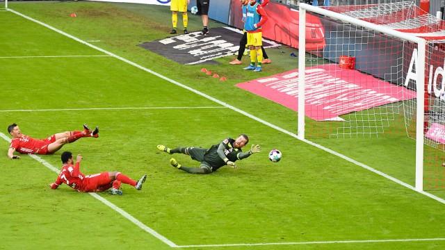 27.02.2021, xemx, Fussball 1.Bundesliga, FC Bayern Muenchen - 1.FC Koeln emspor, v.l. Serge Gnabry (FC Bayern Muenchen)