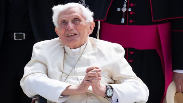 Früherer Papst Benedikt