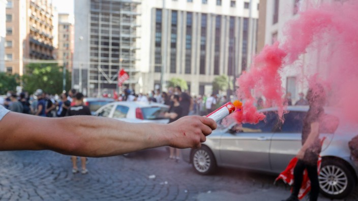 May 23, 2020, Napoli, CAMPANIA, ITALIA: 05/23/2020 Naples, protest demonstrations of the unemployed begin in the squares