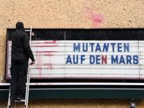 Im Zuge der Corona-Mutationen zeigen die Kinobetreiber des Kinos Brotfabrik mit dem Titel Mutationen auf den Mars , wohi