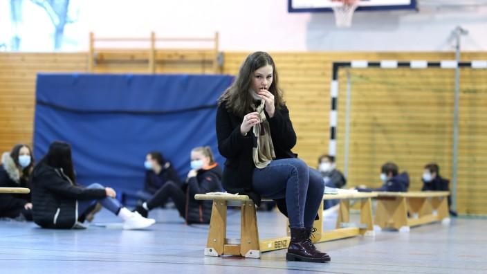 Coronavirus in Deutschland: Selbsttests an einer Schule in Magdeburg
