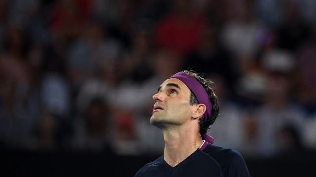 AUSTRALIAN OPEN DAY 11, Roger Federer of Switzerland looks on during the men s singles semi final against Novak Djokovi