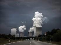 Braunkohlekraftwerk aufgenommen von der Bundesstrasse 156 in Boxberg 25 06 2017 Boxberg Deutschla