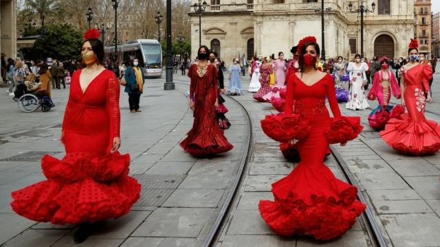 Flamenco fashion protest over sector crisis, in Seville