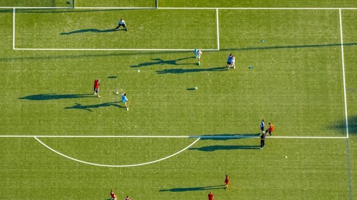 Jugendtraining mit Torschüssen Adolf Brühl Stadion Bockum Hövel Hamm Ruhrgebiet Nordrhein Westfal