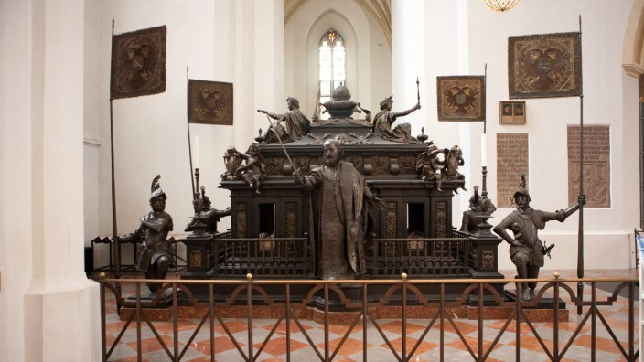 Kaiser Ludwig der Bayer Grabmal im Münchner Dom, 2011