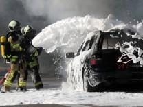 Feuer in Elektrofahrzeugen: Brennende Fragen