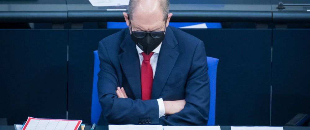 News Bilder des Tages Berlin, Plenarsitzung im Bundestag Olaf Scholz (Vizekanzler, Finanzminister, spd) während der Sitz