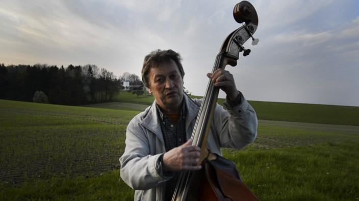 Franz Dannerbauer Jazz Kompoinst und Bassist  Doku von Valentin Winhart aus Glonn