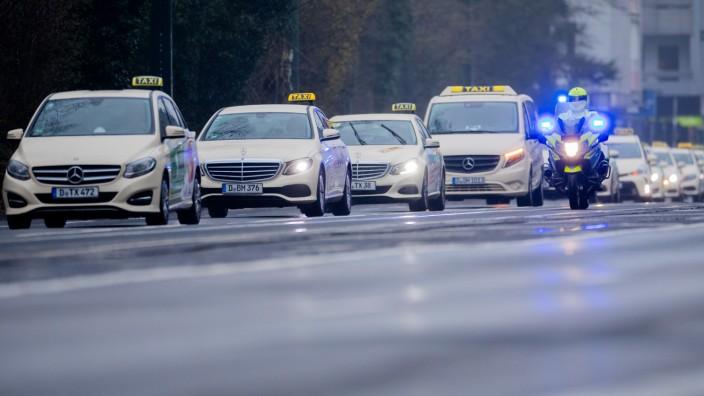 Taxifahrer protestieren für fairen Wettbewerb