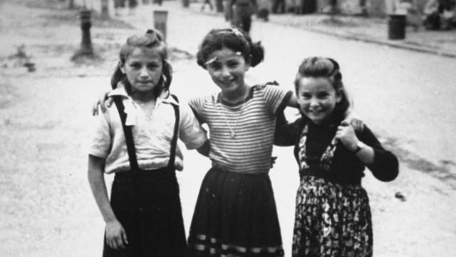 Neuanfänge nach 1945 im Wolfratshauser Forst Kinderwelten in Föhrenwald und Waldram