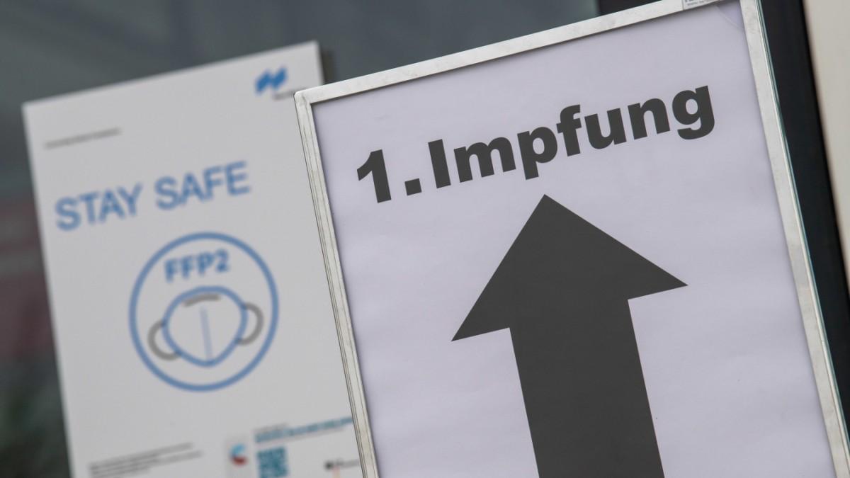 Corona in Bayern Software Ausfall in Impfzentren   Bayern   SZ.de