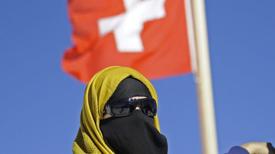 Schweiz: Knappe Mehrheit für Verhüllungsverbot