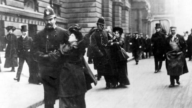 Verhaftung englischer Frauenrechtlerinnen, 1911