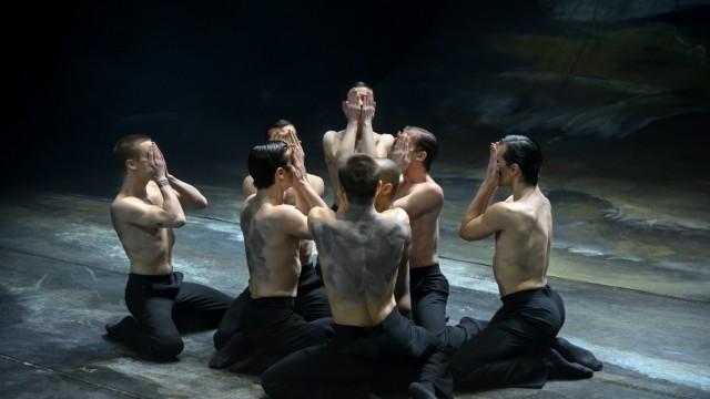 """Tanztheater im Stream: Hommage an die Literatur und an den Tanz: """"Der Liebhaber"""" am Staatsballett Hannover."""