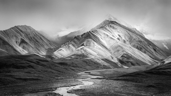 Autumn transitions to winter across Polychrome Pass and the Alaska Mountain Range with the last tric