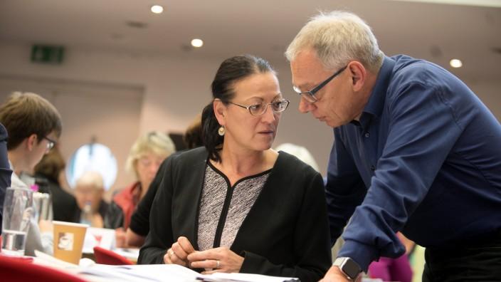Die Münchner Parteispitze: Claudia Tausend berät sich mit ihrem Stellvertreter Roland Fischer.