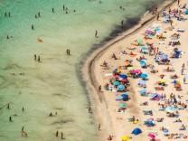Luftbild, Strandleben am Platja Des Trenc, Sandstrand, Europa, Baleares, Spanien !ACHTUNGxMINDESTHONORARx60xEURO! *** Ae