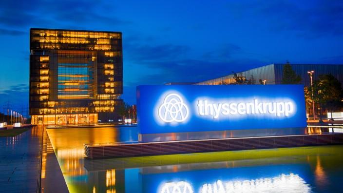 Thyssenkrupp in wirtschaftlichen Schwierigkeiten Wirtschaft: Konjunktur, Bilanz, Außenansicht vom Hauptgebäude der thyss