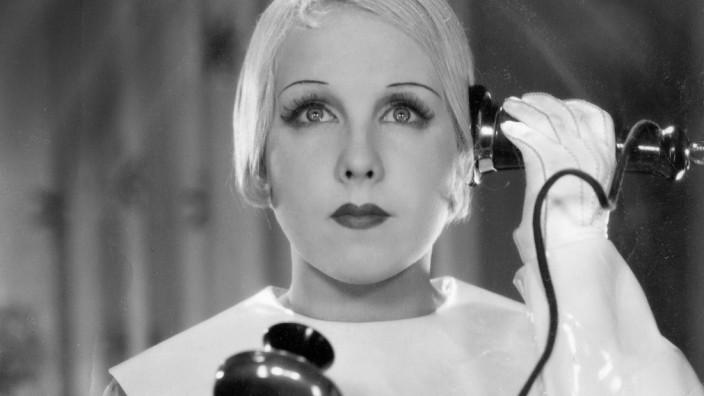 Anny Ondra am Telefon, 1934