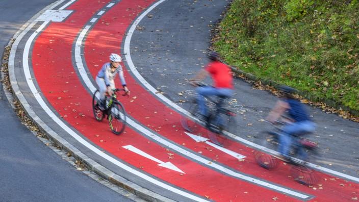 Radfahren in der Stadt Städtische Mobilität ist in Zeiten des Klimawandels eine große Herausforderung für umweltbewusste