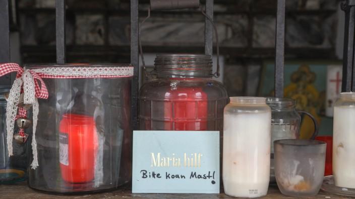 Bergbauerkapelle Beuerberg Gemeinde Eurasburg Protest gegen Mobilfunkmast Kerzen