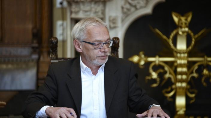 Roland Fischer bei Unterzeichnung des grün-roten Koalitionsvertrages in München, 2020