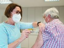 Coronavirus - Impfung in einer Hausarztpraxis