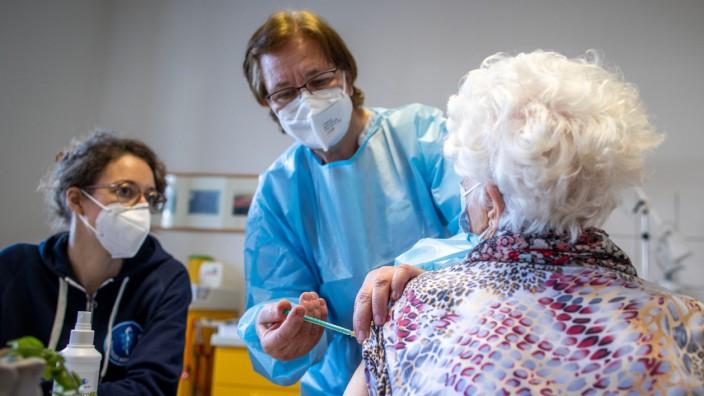 Corona-Impfung in einer Hausarztpraxis auf Hiddensee