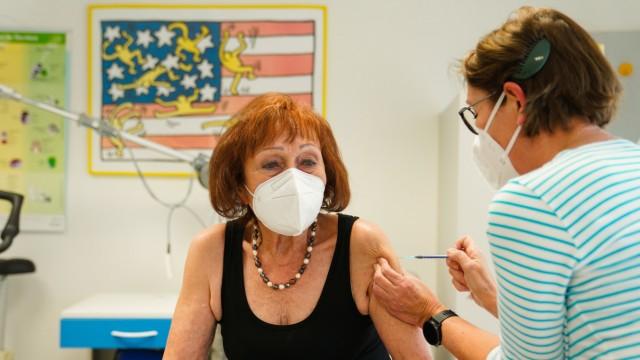 Corona-Impfung in einer Hausarztpraxis in Hof