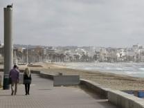 Coronavirus: Strand auf Mallorca während der Corona-Pandemie