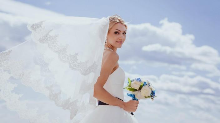 Beautiful bride model released Symbolfoto PUBLICATIONxINxGERxSUIxAUTxONLY Copyright xRuslan117x