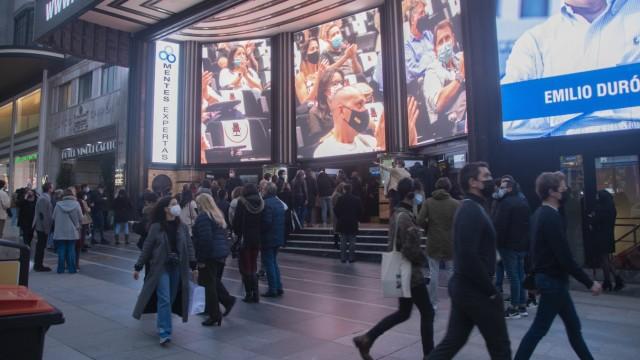 Alles offen: Theater, Kinos, Geschäfte und Restaurants sind für die Menschen in Madrid zugänglich. Die Regionalpräsidentin will es so.