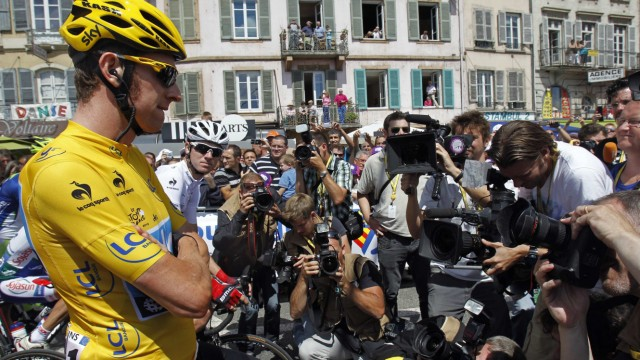 Sky Procycling rider and leader's yellow jersey Wiggins of Britain is surrounded by the media as he awaits the start of the tenth stage of the 99th Tour de France cycling race between Macon and Bellegarde-sur-Valserine