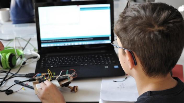 Coder jojo Kinder lernen programmieren Der zehnjährige Jeffrey lernt ein Script zu schreiben mi