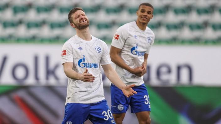 13.03.2021, Fussball, Saison 2020/2021, 1. Bundesliga, 25.Spieltag, VfL Wolfsburg - FC Schalke 04, v. L .Shkodran Musta