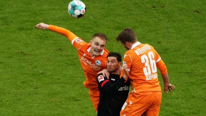 Fussball , 1.BL. Saison 2020/2021, Corona, Covid-19, Geisterspiel, Ohne Zuschauer, Bayer 04 Leverkusen vs. Arminia Biel